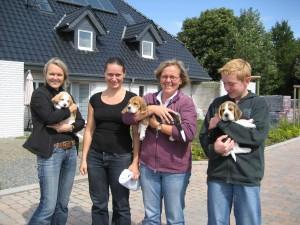 v.l.: Verena mit Bonja, Natascha, Christine mit Beethoven, Hendrik mit Bash